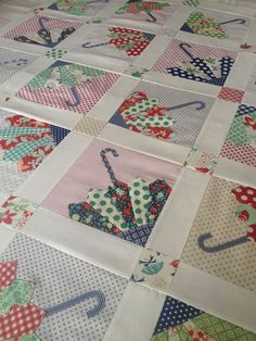 The Brolly Quilt Crazy Quilting, Colchas Quilting, Machine Quilting, Quilting Projects, Quilting Designs, Dresden Plate Patterns, Dresden Plate Quilts, Quilt Block Patterns, Quilt Blocks
