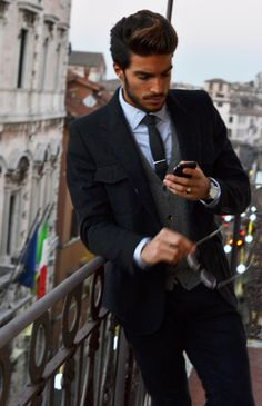 Mariano di vaio in great suits Style Gentleman, Gentleman Mode, Sharp Dressed Man, Well Dressed Men, Fashion Moda, Mens Fashion, Street Fashion, Fashion 2015, Fashion Photo
