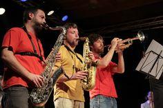 As trompeteiras dos Homes sen Medo na apresentazón do Disco Díscolo