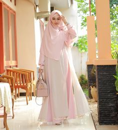 """796 Likes, 21 Comments - Evi Agustini (@evie_arief) on Instagram: """"🌸 Zainab Syar'i from @nazlia_hijab 🌸 tap n grab it fast 💃 🌸 thank you 🙏😘"""""""