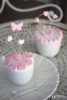 ooo, pretty little cupcakes!