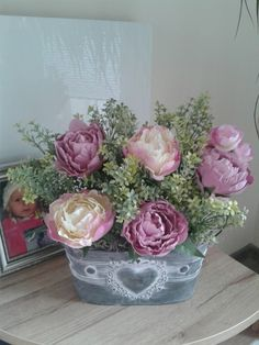 Plecháček+s+pivoňkami+Plecháček+s+pivoňkami.Luxusní+dekorace.+Výška+dekorace+33cm,délka+33cm,šířka+20cm. Floral Wreath, Wreaths, Home Decor, Floral Crown, Decoration Home, Door Wreaths, Room Decor, Deco Mesh Wreaths, Home Interior Design