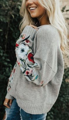 Take a look at 29 cozy grey sweater winter outfits you have to try in the photos below and get ideas for your own outfits! Grey sweater and black culottes chic winter outfit for work Looks Style, Style Me, Boho Style, Gypsy Style, Fall Winter Outfits, Autumn Winter Fashion, Winter Style, Spring Outfits, Outfit Stile