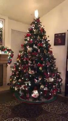 How to decorate the whole house for Christmas - HomeCNB Christmas Tree Themes, Noel Christmas, Xmas Tree, Vintage Christmas, Holiday Decor, Advent, Halloween, Falcons Game, Ideas