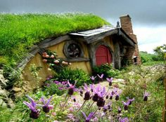 a real hobbit house in New Zealand