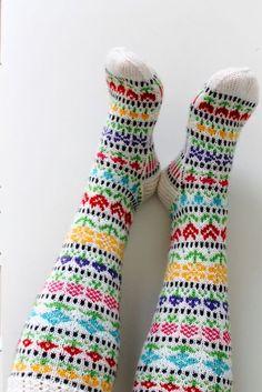 Ravelry: Taimitarhan Kukkasukat pattern by Niina - free knitting patternLaitinen --- Pattern in Finnish but readable diagram Más Easy Knitting Patterns, Knitting Charts, Knitting Designs, Free Knitting, Knitting Projects, Crochet Socks, Knitted Slippers, Knitting Socks, Crochet Yarn