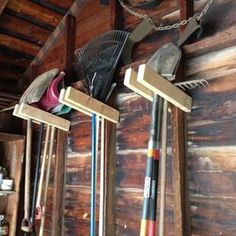Easy Garage Tool Hangers So Simple Garden Tool Hangers. Why didn't I think of this?So Simple Garden Tool Hangers. Why didn't I think of this? Storage Shed Organization, Garage Tool Storage, Garage Shed, Garage Tools, Storage Organizers, Garage Art, Garage Organisation, Storage Units, Storage Solutions