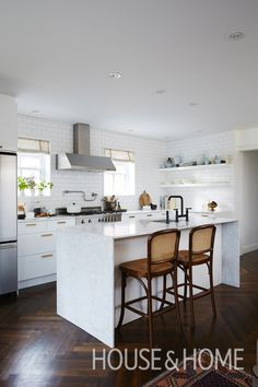 Want a dream kitchen? Try our editors' personal kitchen renovation budget tips! Find out where they saved and where they splurged. | Design: Sarah Hartill Photo: Michael Graydon