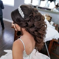 Quince Hairstyles For Long Hair For Long Hair - quinceanera hair ideas Sweet 16 Hairstyles, Quince Hairstyles, Crown Hairstyles, Bride Hairstyles, Celebrity Hairstyles, Wedding Hair Half, Wedding Hairstyles Half Up Half Down, Half Up Half Down Hair, Bridal Hair