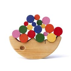 wooden stacking moon toy: www.bateaulune.com