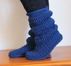 Crochet Hollydoll Cozy Boots High Knee Crochet Slipper Boots Patterns to Keep Your Feet Cozy - Adult Version Crochet Diy, Love Crochet, Crochet Crafts, Crochet Projects, Ravelry Crochet, Crochet Ideas, Crochet Slipper Boots, Crochet Slippers, Slipper Socks