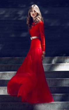 Nora by Zlatimir Arakliev for Harper's Bazaar - red dress - 2014 Red Fashion, Couture Fashion, Classy Outfits, Vintage Outfits, Dressed To The Nines, Trends, Beautiful Gowns, Playing Dress Up, Pretty Dresses