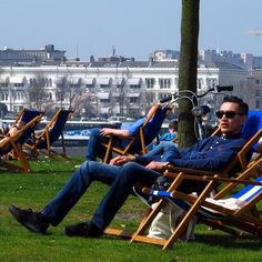 Summer in the city on the grass in front of Hotel New York Rotterdam Photo rotterdamcityblog