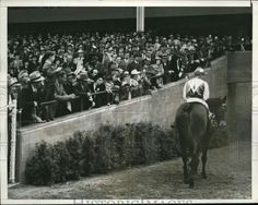 1941.Seabiscuit leaves the track for the very last time.