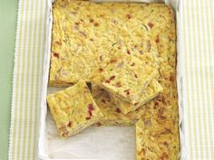Carrot, zucchini and bacon slice recipe - By recipes+, This easy to make slice makes a great meal served with salad. And it& perfect for the lunchbox too! Honey Recipes, Orange Recipes, Bacon Recipes, Egg Recipes, Healthy School Lunches, Healthy Snacks, Healthy Eats, Vegetarian Roast, Lunch Box Recipes
