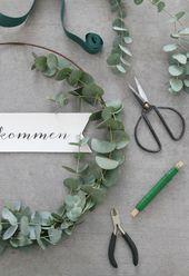 {DIY} A simple DIY eucalyptus wreath for the front door (i .- {DIY} Ein einfacher DIY-Eukalyptus-Kranz für die Haustüre (inklusive Printable) – Emma Bee {DIY} A simple DIY eucalyptus wreath for the front door (including printable) – Emma Bee - Diy Tumblr, Diy Simple, Easy Diy, Diy Wedding Programs, Eucalyptus Wreath, Deco Floral, Diy Presents, Bridal Flowers, Christmas Printables
