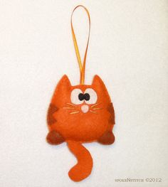 PATTERN Cat Ornament - Orange Striped Kitty Felt Christmas Ornament Kitten Meow Pussy Cat - This listing is for a pattern/tutorial to make the striped kitty felt ornament shown. This orange s - Felt Christmas Ornaments, Noel Christmas, Christmas Cats, Cute Crafts, Crafts To Make, Felt Cat, Felt Decorations, Felt Toys, Craft Fairs