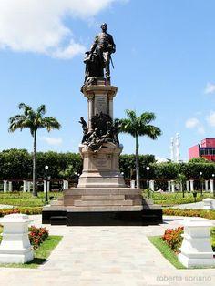 Monumento do fundador da Província do Amazonas Tenreiro Aranha na Praça da Saudade / Manaus - AM