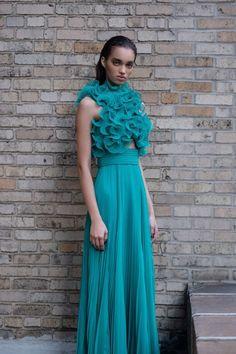 Prabal Gurung Pre-Fall 2020 Fashion Show Collection: See the complete Prabal Gurung Pre-Fall 2020 collection. Look 28 High Fashion Photography, Glamour Photography, Lifestyle Photography, Editorial Photography, Vogue Paris, Fashion Show, Fashion Outfits, Fashion Poses, Vogue Fashion