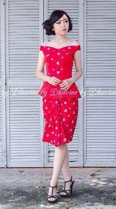 red jumputan Batik Kebaya, Batik Dress, Batik Fashion, Women's Fashion, Model Kebaya, Ikat, I Dress, Cute Dresses, Diana