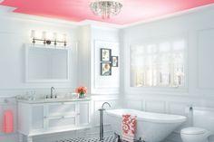 The Charm style #bathroom look: vintage and elegant. | La salle de bains de style Charme: vintage et élégante. #salledebain #inspiration