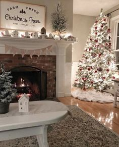 27 Gorgeous Christmas Apartment Decoration Ideas - My dream modern Fresh Christmas Trees, Christmas Time Is Here, Cozy Christmas, Merry Little Christmas, Christmas Holidays, Beautiful Christmas, Christmas Mantels, Elegant Christmas, Christmas Design