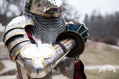 """Personal Listing for Adrian Bacon: Etched Pauldron + Arm Armor for the right arm""""The King's Guard""""; Knight In Shining Armor, Knight Armor, Medieval Armor, Medieval Fantasy, Combat Armor, Gn, Pauldron, Arm Armor, Suit Of Armor"""