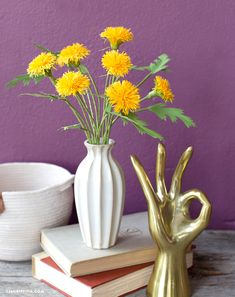 Craft an Easy Crepe Paper Dandelion for National Dandelion Day Paper Flower Arrangements, Ikebana Arrangements, Paper Peonies, Paper Flowers, Ikebana Sogetsu, Fundraising Events, Fundraising Ideas, Chocolate Bouquet, Paper Cover