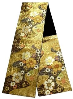 This is an elegant Fukuro obi with 'sakura'(cherry blossom) on stream pattern, which is woven with a lot of foil threads