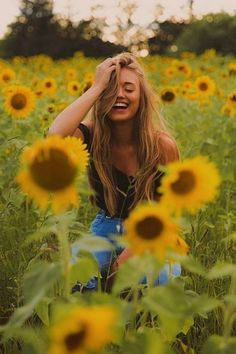 What is the best semi professional camera - Sunflower photoshoot - Fotografia Travel Photography Jobs, Photography Ideas At Home, Quotes About Photography, Photography And Videography, Iphone Photography, Photography Poses, White Photography, Photography Business, Softbox Photography