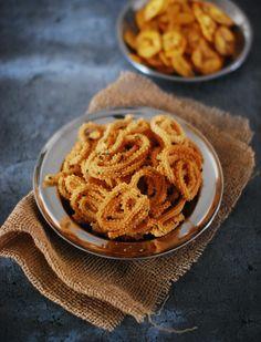 Appetiser Recipes, Easy Appetizer Recipes, Gram Flour, Rice Flour, Snacks To Make, Easy Snacks, Deep Frying Pan, Diwali Food, Indian Snacks