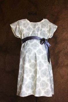 Great idea to still look cute at delivery time! Maternity Delivery Hospital Gown in Beautiful Grey Floral. wish i had this when i was in labor. hate the hospital gown Maternity Wear, Maternity Fashion, Maternity Sewing, Maternity Photos, Delivery Gown, Skin To Skin, Pregnancy Wardrobe, Baby Shower Fun, Baby Showers