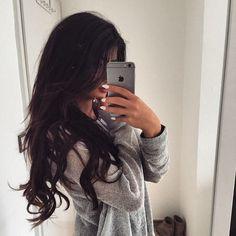 Bild über We Heart It https://weheartit.com/entry/175994921 #brunette #grey #hair #longhair #selfie