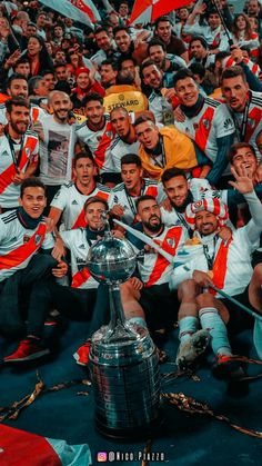 Image uploaded by ℓυαηα. Find images and videos about river plate, boca juniors and club atletico river plate on We Heart It - the app to get lost in what you love. Fifa Football, Football Players, Escudo River Plate, Liverpool Wallpapers, Wallpaper Animes, Football Images, Cristiano Ronaldo Cr7, Neymar Jr, Plates