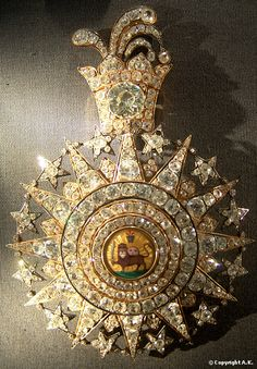 Royal Crown Jewels, Royal Jewelry, Star Jewelry, Old Jewelry, Antique Jewelry, Pendant Jewelry, Persian Warrior, Iran Pictures, Military Decorations