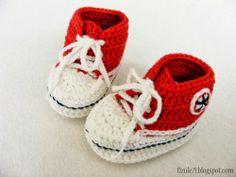 Fizule71: NÁVOD NA VÍKEND - MINI TENISKY Crochet Shoes, Crochet Baby Booties, Crochet Clothes, Crochet Blouse, Knit Crochet, Baby Shoes Tutorial, Baby Boy Fashion, Baby Crafts, Crochet For Kids