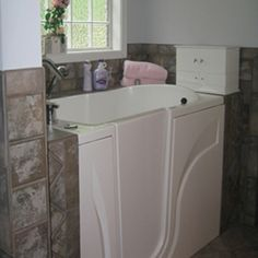 Walk In Tubs, Walk In Bathtub, Bath Ideas, Bathroom Ideas, Bathtubs, Bed & Bath, Bathrooms, Homes, Bathtub