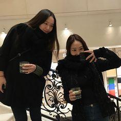f(x) - Krystal Jessica Jung, Jessica & Krystal, South Korean Girls, Korean Girl Groups, Krystal Jung Fashion, Krystal Fx, Ulzzang Girl, American Singers, Snsd