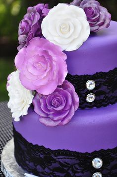 Don't know about a purple wedding cake but I like the lace