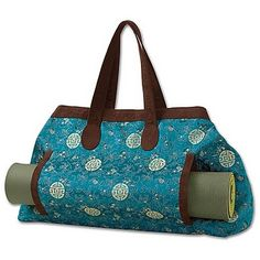 Love this yoga bag....but maybe first I should take up yoga again....maybe if I make the bag I will be inspired to take a class. Heee, heeee.