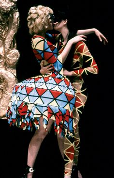 WESTWOOD'S VOYAGE TO CYTHERA COLLECTION, FALL/WINTER 1989–90. PHOTO CATWALKING.COM.