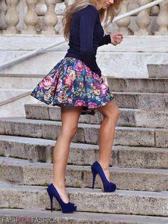 <3 royal Blue blazer & floral skirt.royal Blue heels.I'd wear this:)