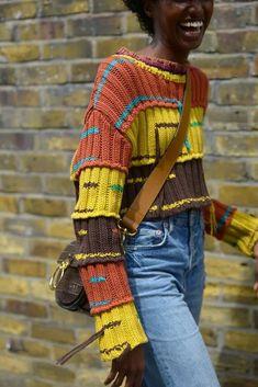 Креативное вязание. Модные идеи для тех, кто не боится экспериментировать. | Вяжу для души | Яндекс Дзен Street Style Trends, Best Street Style, Cool Street Fashion, Street Styles, Knitwear Fashion, Knit Fashion, Style Fashion, Vogue Fashion, Fashion Styles