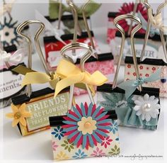 decorate binder clips by Erika Luiza Mother's Day Projects, Diy Projects To Try, Craft Projects, Project Ideas, Cute Crafts, Crafts To Make, Craft Gifts, Diy Gifts, Binder Decoration