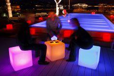Постоянный праздник в вашем саду или на терассе с меняющими цвета LED лампами! Экологически безопасное освещение, разнообразие и смена цветов, LED лампы разработанные SMART & GREEN, VAN VUGHT Interiors ваш дизайнер интерьеров в Берлине