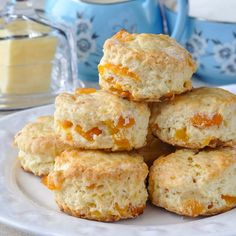 Appetizer Recipes Discover Apricot Coconut Scones- perfect for afternoon tea! Tender little scones with great coconut flavour and sweet chunks of dried apricot baked right in. A dainty and delicious addition to afternoon tea! Coconut Scones Recipe, Apricot Scones Recipe, Apricot Cake, Lemon Scones, Fudge Caramel, Baking Recipes, Dessert Recipes, Scone Recipes, Cloud Bread