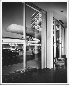 www.Mid-Century-Home.com  Beverly Hills Hotel photographed by Julius Shulman in 1946: interior.