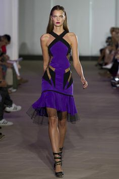 There are so many interesting visual elements that this dress really seems like a piece of abstract art.