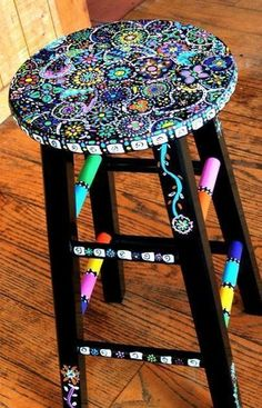 Your Hands Dirty With DIY Painting Crafts And Ideas Crafty finds for your inspiration! Hand Painted Stools, Hand Painted Furniture, Funky Furniture, Furniture Projects, Upcycled Furniture, Furniture Plans, Painted Teacher Stool, Whimsical Painted Furniture, Painted Wicker