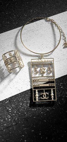 Large metal necklace embellished... - CHANEL